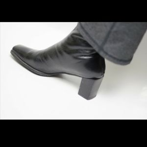 Stuart Weitzman Black Soft Leather Ankle Boot Sz 6